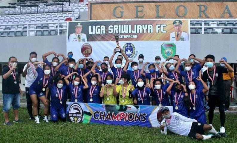 Arema FC putri saat menjuarai Women Open Sriwijaya FC Championship 2021 di Palembang, Sumatra Selatan, Minggu (20/6/2021) kemarin. (Foto: Instagram/@aremafcwomen)