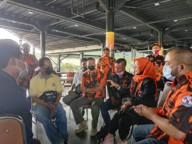 Ketua Komisi A DPRD Kota Batu yang juga sebagai Ketua Srikandi MPC Pemuda Pancasila Kota Batu Dewi Kartika saat di SMA SPI. Dia akan mengawal kasus kekerasan seksual di Kota Batu. (Foto: Sholeh/Tugu Jatim)