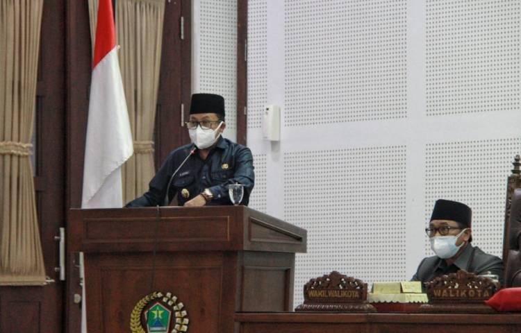 Wali Kota Malang Sutiaji memberikan sambutan dalam rapat paripurna pada Rabu (30/06/2021).(Foto: Rubianto/Tugu Jatim)