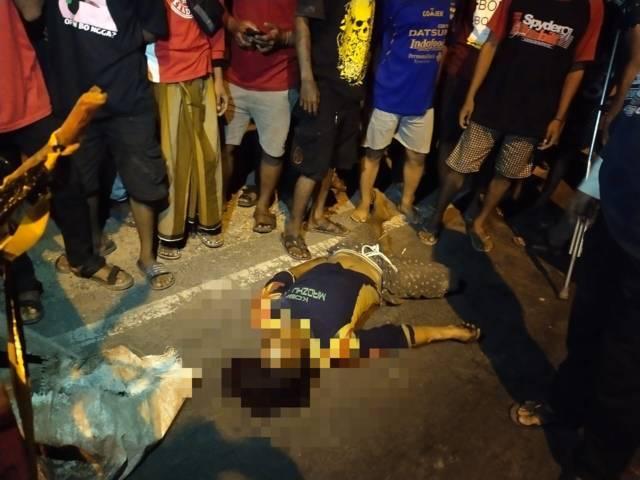 Ismail, warga asal Kelurahan Karangsari, Kecamatan Tuban, yang tewas bersimbah darah usai dilempar batu oleh pelaku. (Foto: Humas Polres Tuban/Tugu Jatim)
