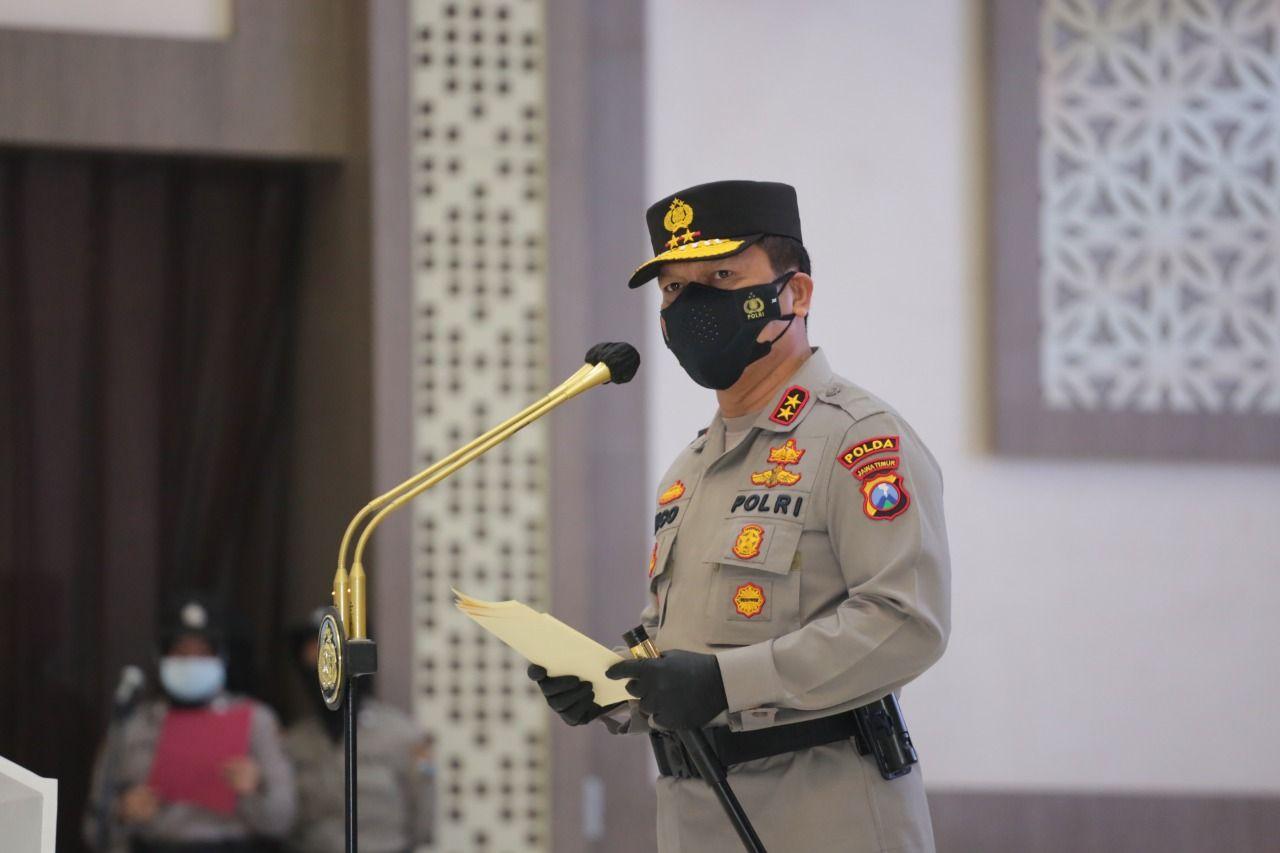 Kapolda Jatim Irjen Pol Nico Afinta melaksanakan serah terima jabatan pejabat utama (PJU) pada Kamis (17/6/2021). (Foto: Polrestabes Surabaya/Tugu Jatim)