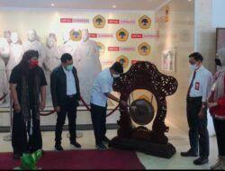 Buka Pameran Seni Bulan Bung Karno di Untag Surabaya, Ini Pesan Wawali Armuji