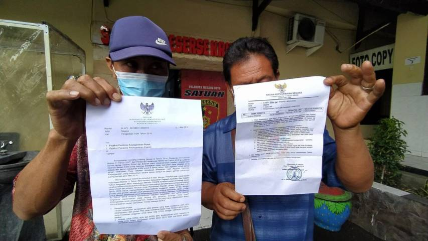Sejumlah korban penipuan oknum pengacara di Malang usai melaporkan kasus penipuan ke Polresta Malang Kota, Rabu (23/6/2021). (Foto: M Ulul Azmy/Tugu Jatim)