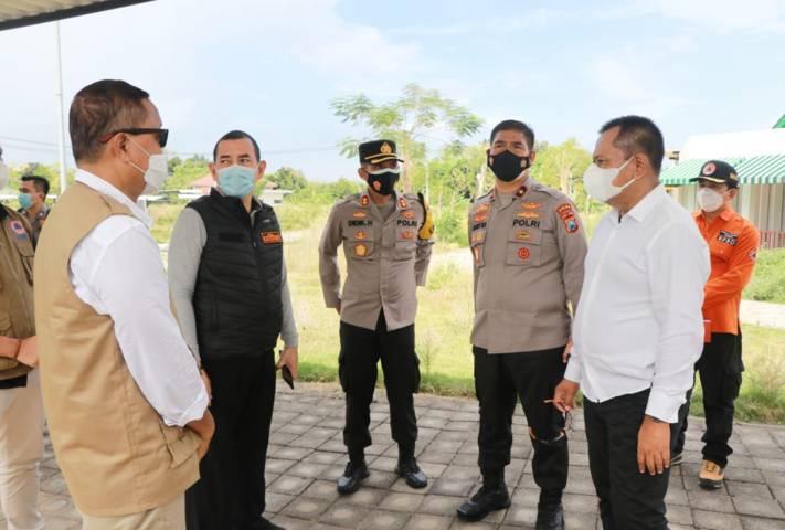 Forkopimda Jatim meninjau ruang isolasi sementara penanganan pasien Covid-19 di Universitas Trunojoyo Madura, Kabupaten Bangkalan. (Foto: Polrestabes Surabaya/Tugu Jatim)