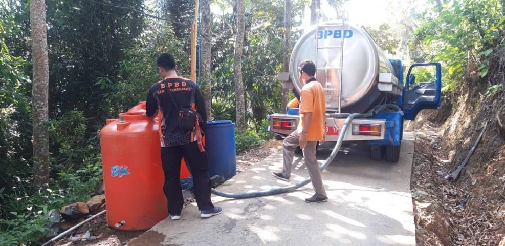 Alami kekeringan, warga Trenggalek butuh air bersih. (Foto: Zamzuri/Tugu Jatim)