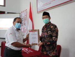 Hari Donor Darah Sedunia: PMI Tuban Beri Penghargaan Pendonor yang Donorkan Darah Puluhan Kali