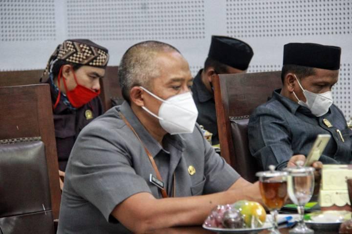 Selain fokus penanganan Covid-19, DPRD Kota Malang meminta pemkot fokus pada kegiatan lain seperti jalan rusak, peningkatan kegiatan ekonomi e-commerce, dan UMKM. (Foto: Rubianto/Tugu Jatim)
