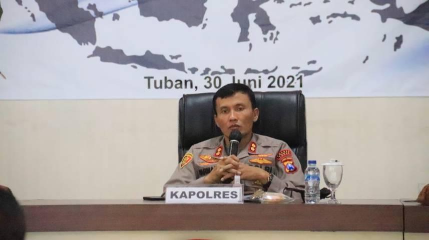 Kapolres Tuban, AKBP Darman saat menyampaian program unggulannya kepada jajaran Polsek se-Kabupaten Tuban, Rabu (30/6/2021). (Foto: Humas Polres Tuban)