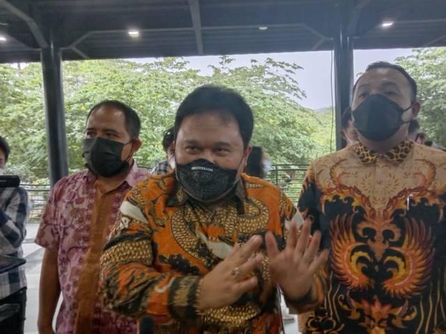 Kuasa Hukum JE founder SMA SPI, Recky Bernadus Surupandy saat jumpa pers di SMA SPI beberapa waktu lalu. (Foto: M Sholeh/Tugu Jatim)