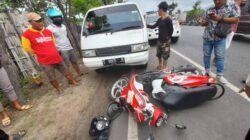 Suasana Tempat Kejadian Perkara (TKP) usai kecelakaan yang melibatkan motor dan mobil pikap di Jalur Pantura, tepatnya di Jalan Tuban - Bancar, Desa Temaji, Kecamatan Jenu, Kabupaten Tuban, Minggu (20/6/2021) siang. (Foto: Humas Polres Tuban)
