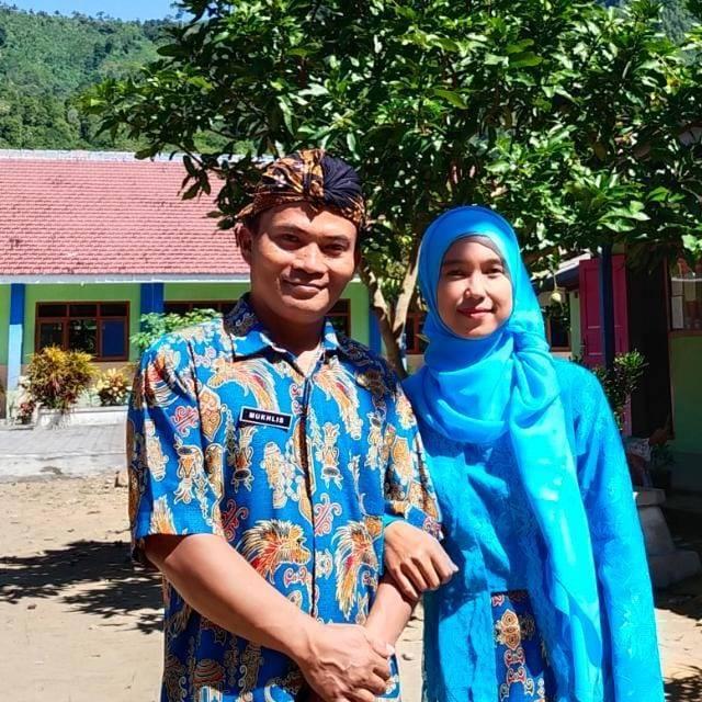 Mukhlis, guru asal Desa Purwodadi, Kecamatan Tirtoyudo, Kabupaten Malang yang tak hanya sibuk mengajar, tetapi juga aktif di banyak kegiatan sosial. (Foto: Dokumen pribadi)