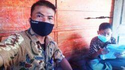 Mukhlis, guru asal Desa Purwodadi, Kecamatan Tirtoyudo, Kabupaten Malang yang tak hanya sibuk mengajar, tetapi juga aktif di banyak kegiatan sosial. (Foto: Dokumen pribadi) tugu jatim
