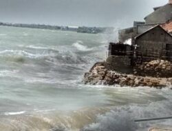 Fenomena Siklon Tropis Choi Wan, Masyarakat Pesisir Pantai Diminta Waspada Gelombang Tinggi