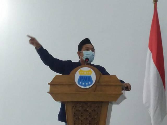Dr. Miftahul Huda, salah satu panelis pada Debat Kandidat Calon Ketum PMII Cabang Tuban yang digelar di Aula KH Hasyim Asy'ari, Kampus IAINU Tuban, Minggu (13/6/2021). (Foto: Mochamad Abdurrochim/Tugu Jatim)