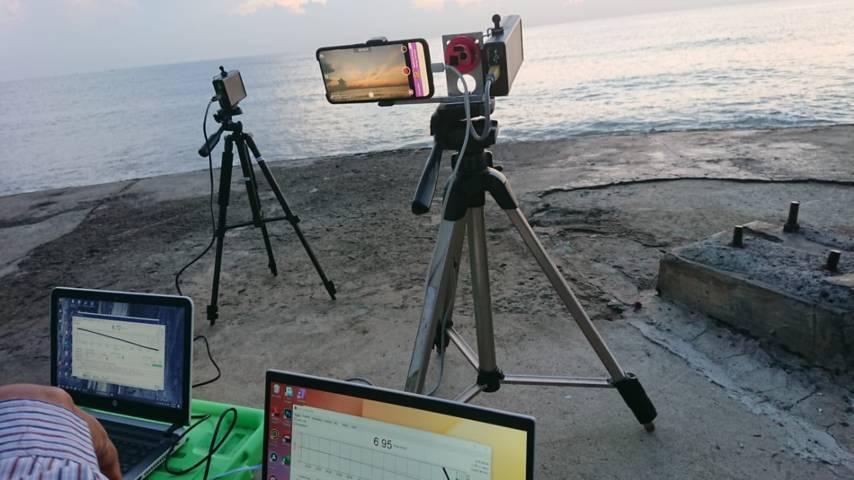 Proses observasi Syafaq dan Fajar Shodiq di Pantai Boom Kabupaten Tuban yang dilakukan tim gabungan Lapan, BHR Kanwil Kemenag Jatim maupun Kabupaten Tuban, dan Lembaga Falakiyah PWNU Jatim. (Foto: Humas Kemenag Tuban)