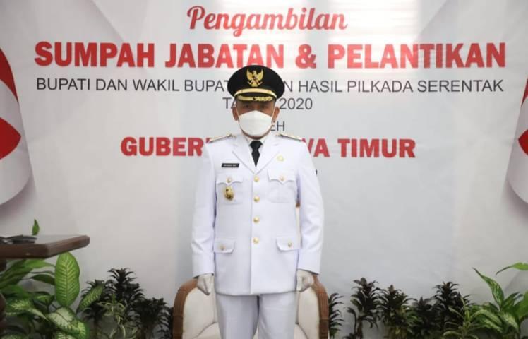 Saat Wakil Bupati Tuban, H. Riyadi diambil Sumpah Janjinya di Rumah Dinas Wakil Bupati dan diikuti secara virtual, Minggu (20/6/2021). (Foto: Humas Pemkab Tuban)