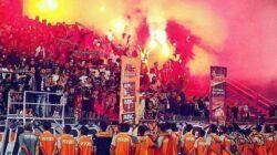 Suporter Persibo Bojonegoro, Laskar Angling Dharma ketika mendukung tim kebanggaannya. (Foto:Dokumen/Persibo.com)