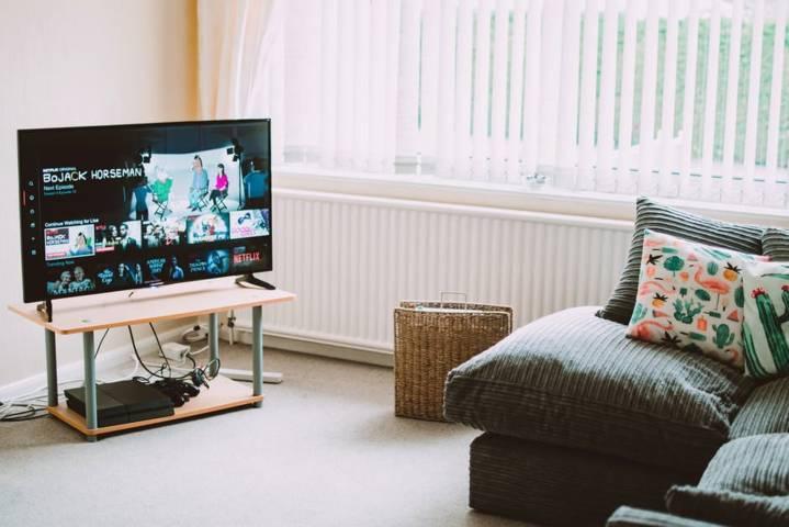 Ilustrasi sinetron dan tayangan televisi. (Foto: Pexels) sinetron zahra suara hati istri tugujatim indosiar