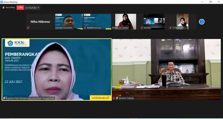Rektor Unirow Tuban Prof Dr Supiana Dian Nurtjahyani saat pemberangkatan ratusan mahasiswa Unirow PGRI Tuban secara virtual, Kamis (22/07/2021). (Foto: Rochim/Tugu Jatim)
