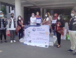 Rotary Club Surabaya Kaliasin Salurkan 100 Paket Sembako dan 100 Paket APD melalui Pemkot