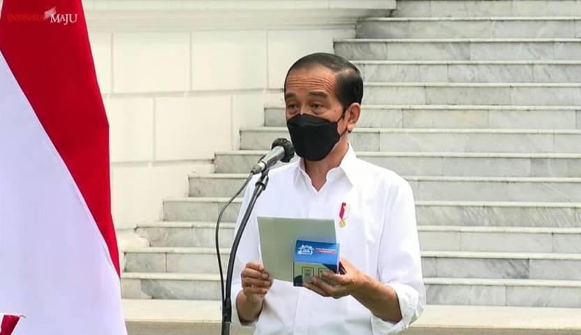 Presiden Republik Indonesia Jokowi saat meresmikan pembagian 300 ribu paket obat dan vitamin gratis untuk pasien Covid-19, Kamis (15/07/2021), di Kompleks Istana Kepresidenan, Jakarta. (Foto: YouTube Sekretariat Presiden/Tugu Jatim)