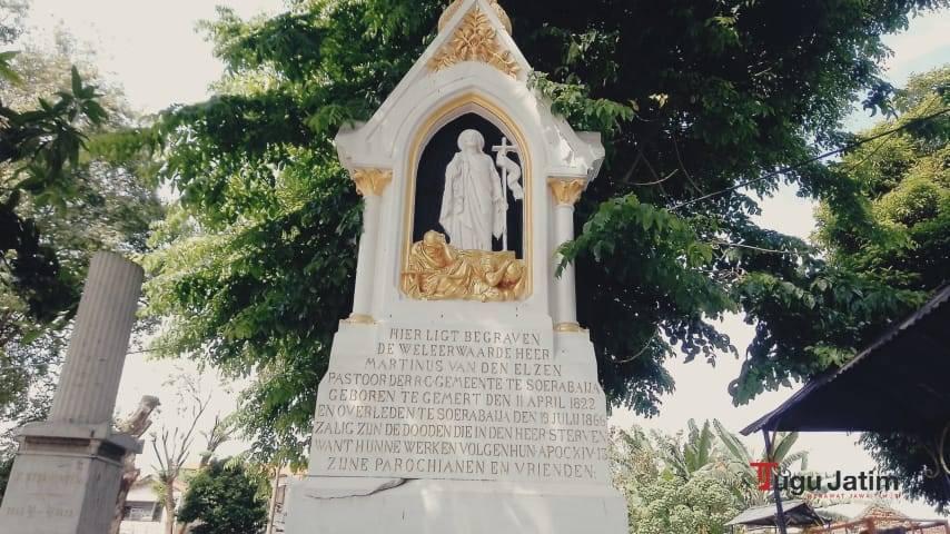 Pemakaman Peneleh Surabaya mempunyai sisi keunikan, yakni menjadi pemakaman umum tertua dan terluas. (Foto: Rangga Aji/Tugu Jatim)