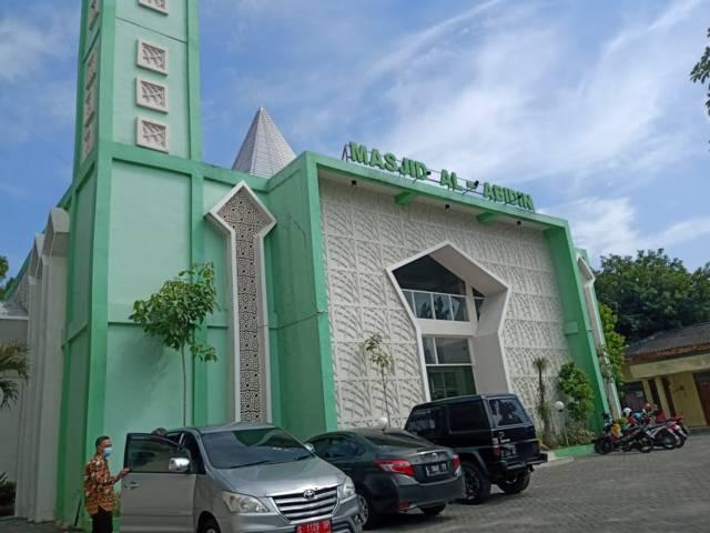 Masjid Al-Abidin yang terletak di kompleks Radio Malwopati Bojonegoro tak laksanakan salat Jumat selama PPKM Darurat. (Foto: Mila Arinda/Tugu Jatim)