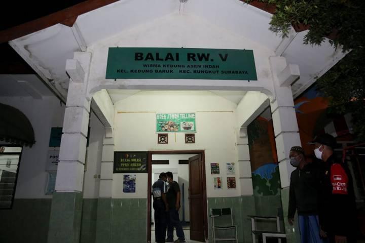 Balai RW 5 Wisma Kedung Asem Indah, Kelurahan Kedung Baruk, Kecamatan Rungkut, Kota Surabaya, yang menyediakan tempat isoman untuk warga terkonfirmasi positif Covid-19. (Foto: Pemkot Surabaya/Tugu Jatim)