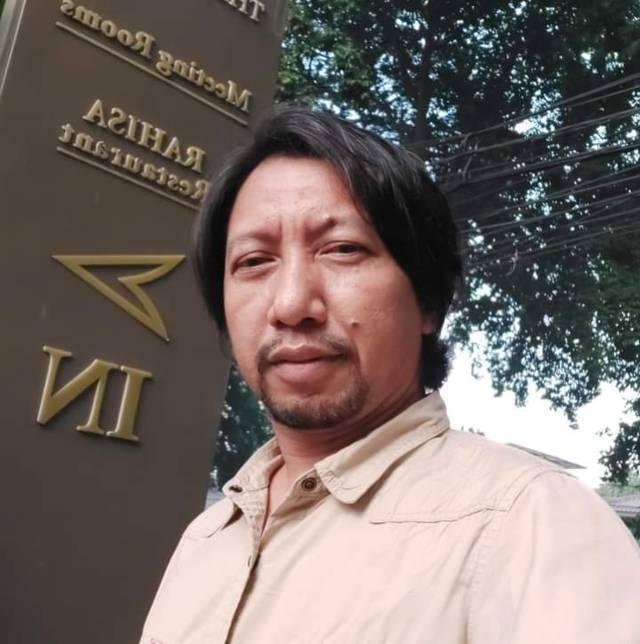 Andry Dewanto, eks Ketua KPU Jatim, yang saat ini sedang berjuang melawan Covid-19 di RSSA Malang. (Foto: Dokumen/Tugu Jatim)