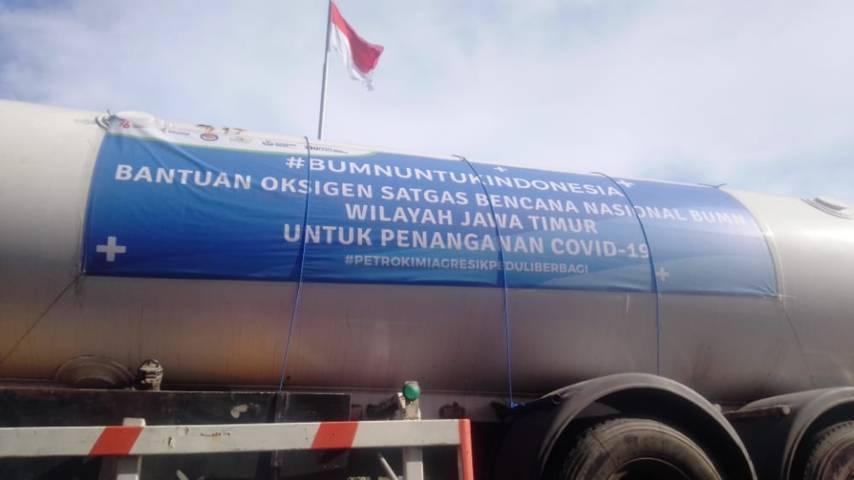Bantuan oksigen dari Petrokimia Gresik di Gedung Negara Grahadi Kota Surabaya, Jumat (16/07/2021). (Foto: Rangga Aji/Tugu Jatim)