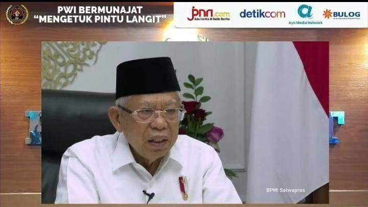"Wakil Presiden RI KH Ma'ruf Amin saat melakukan sambutan dalam acara PWI Bermunajat ""Mengetuk Pintu Langit"" pada Sabtu (24/07/2021) secara virtual. (Foto: Mila Arinda/Tugu Jatim)"