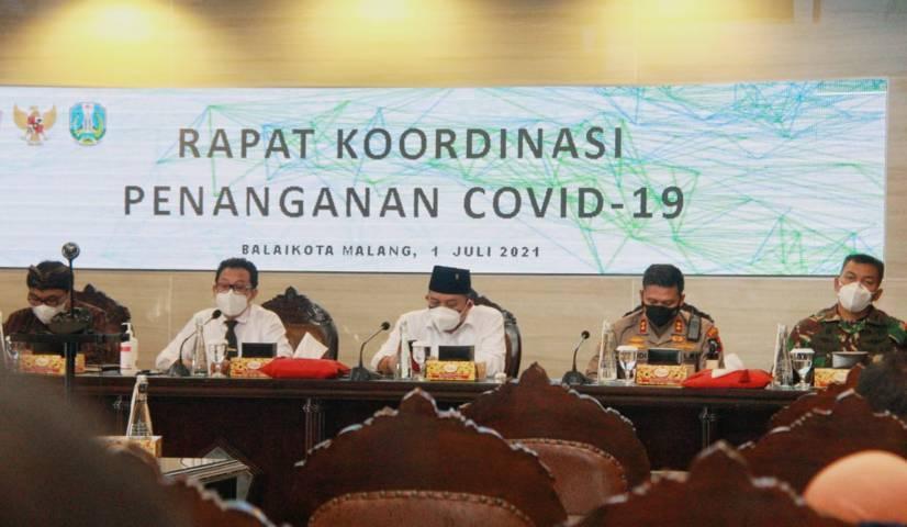 Forkopimda Kota Malang melaksanakan rakor penanganan Covid-19, termasuk membahas seputar percepatan vaksinasi. (Foto:Rubianto/Tugu Jatim)