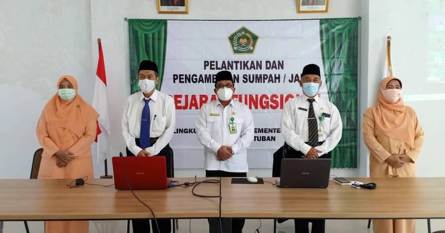 Pelantikan kedua pejabat Kemenag Tuban oleh Dirjen Bimas Islam Kamarudin Amin pada Selasa (27/07/2021). (Foto: Humas Kemenag Tuban/Tugu Jatim)