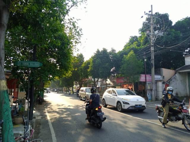Kondisi lalu lintas di Jalan Sunan Kalijaga, Kecamatan Tuban. (Foto: Rochim/Tugu Jatim)