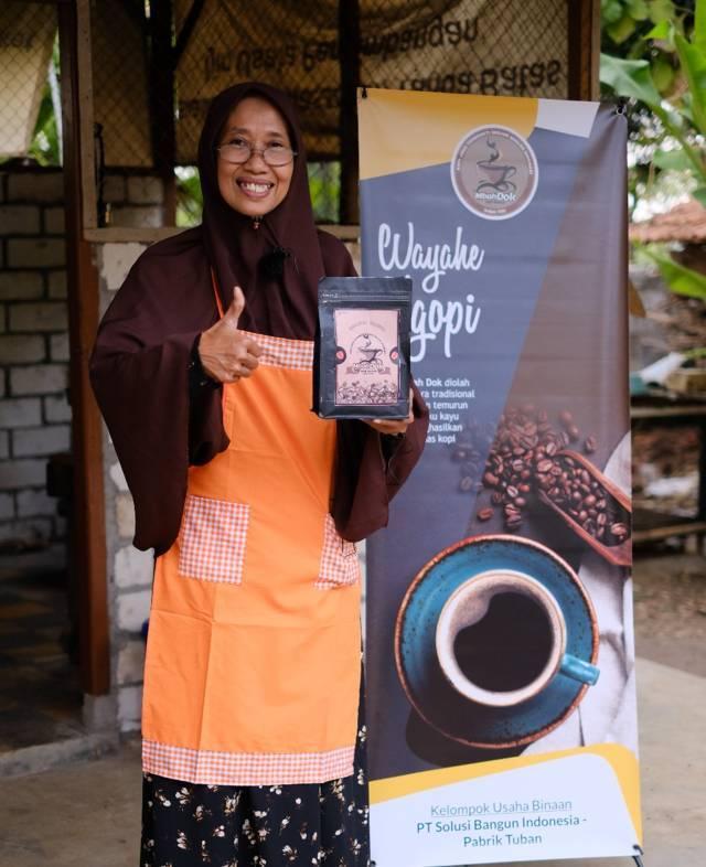 Produk kopi dari kelompok Perempuan Kepala Keluarga (Pekka) dan Perempuan Wira Usaha (Perwira) di wilayah ring satu pabrik, Senin (26/07/2021). (Foto: Humas PT SBI Pabrik Tuban/Tugu Jatim)