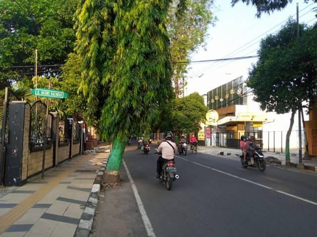 Kondisi lalu lintas di Jalan Basuki Rahmad, Kecamatan Tuban. (Foto: Rochim/Tugu Jatim)