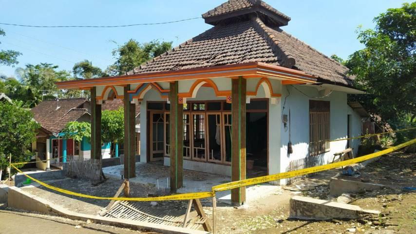 Musala di RT 6/RW 2 Kelurahan Wonokoyo, Kecamatan Kedungkandang Kota Malang, menjadi lokasi petasan meledak yang menewaskan 1 orang warganya. (Foto: Azmy/Tugu Jatim)