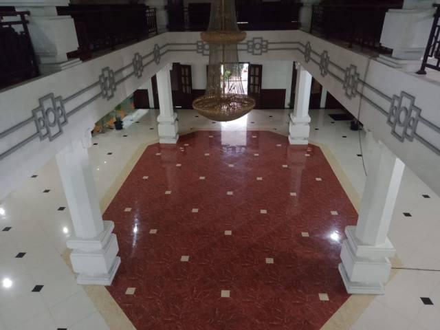 Hall di DPRD Kota Malang yang bisa dialihfungsikan sementara menjadi tempat karantina atau safe house bagi pasien Covid-19. (Foto:Azmy/Tugu Jatim)