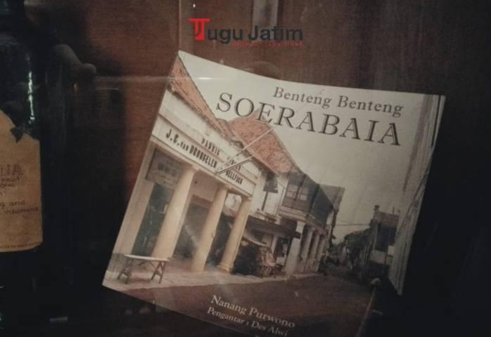 "Catatan sejarah dari Pabrik Siropen yang tertulis dalam buku ""Benteng-Benteng Soerabaia"" karya Nanang Purwono, Kamis (01/07/2021). (Foto: Rangga Aji/Tugu Jatim)"
