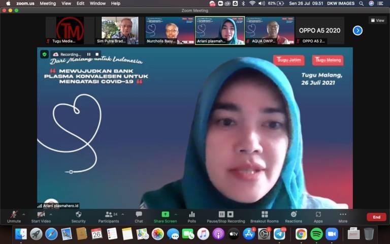 """Dr Ariani, dokter anak RSSA Malang sekaligus penggagas plasmahero.id dalam Focus Group Discussion (FGD) bertajuk """"Dari Malang Untuk Indonesia, Mewujudkan Bank Plasma Konvalesen untuk Mengatasi Covid-19"""" pada Senin (26/07/2021) secara virtual.(Foto: Dani/Tugu Jatim)"""