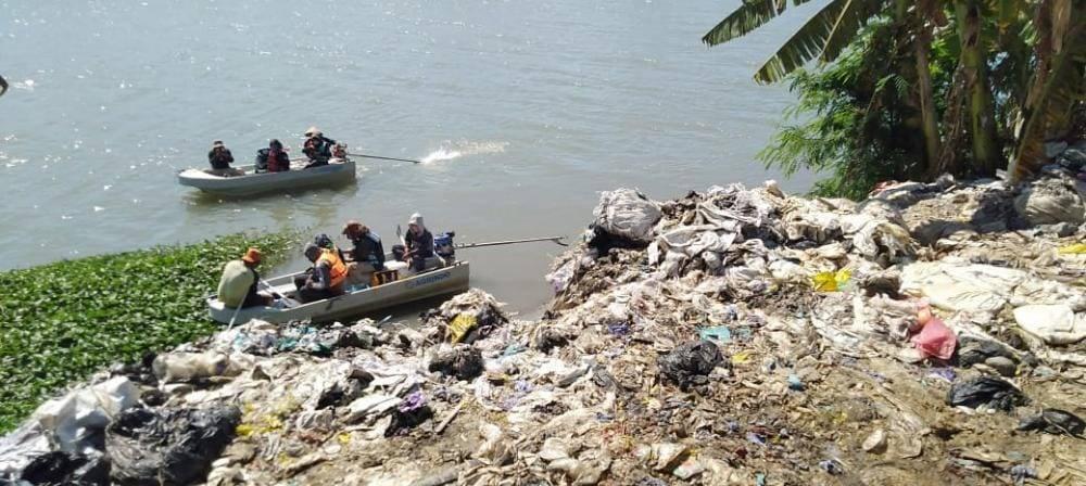 Ekspedisi Sungai Nusantara edisi Kali Porong yang dilakukan Ecoton, River Warrior Indonesia, Brigade Evakuasi Popok, dan komunitas lingkungan lainnya. (Foto: Ecoton/Tugu Jatim)
