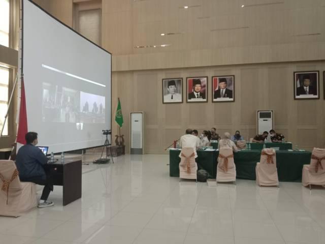 Pelanggar PPKM Darurat menjalani sidang secara virtual di Graha Pancasila Balai Kota Among Tani Batu. (Foto: Sholeh/Tugu Jatim)