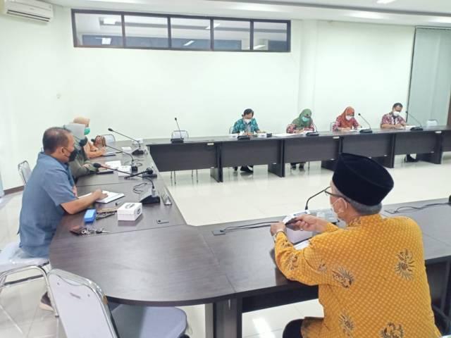 Komisi IV DPRD Kabupaten Tuban rapat dengan dinkes dan pihak RSUD dr R. Koesma pada Kamis (01/07/2021). (Foto: Humas DPRD Tuban/Tugu Jatim)