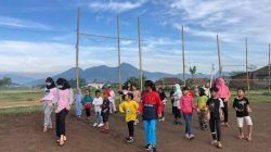 Mahasiswa KKN UM 2021 Senam Tahes Bareng Anak-Anak Desa Wiyurejo Pujon