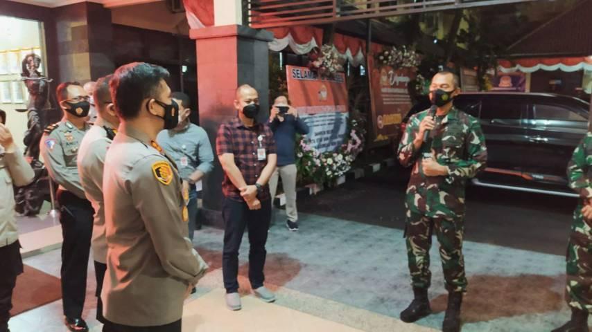 Buher merasa senang dapat surprise dari Danrem 083/BDJ Kol Inf Irwan Subekti dan Dandim 0833 Kota Malang Letkol Arm Ferdian Primadhona. (Foto:Azmy/Tugu Jatim)