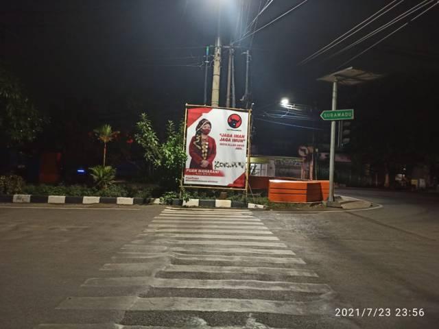 Fenomena vandalisme pada baliho Ketua DPR RI Puan Maharani yang ada di sudut-sudut Kota Surabaya.(Foto: Dokumen/Tugu Jatim)