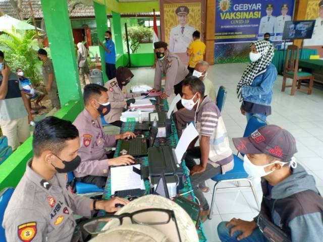 Operasi yustisi di Tuban menerapkan sidang di tempat terhadap pelanggar protokol kesehatan (prokes), pada Jumat (16/07/2021). (Foto: Humas Polres Tuban/Tugu Jatim)