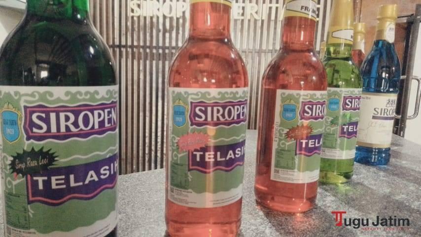 Botol sirup jenis Siropen Telasih dengan berbagai varian rasa, Kamis (01/07/2021).(Foto: Rangga Aji/Tugu Jatim)