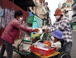 Pariwisata Lumpuh Akibat Covid-19, Becak di Kamboja Jadi Penyedia Makanan Gratis