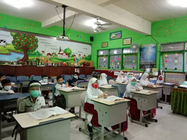 Ilustrasi siswa-siswi melaksanakan pembelajaran tatap muka di Kota Batu. (Foto: Sholeh/Tugu Jatim)
